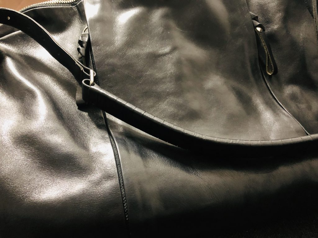 コーネリアンタウラスのバッグ